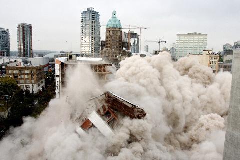 Woodwards_building_Vancouver_demolition_2006_2_480