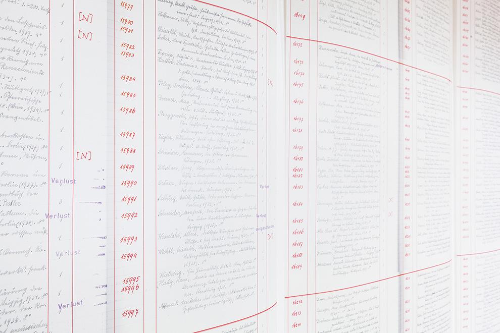 Elke-Krasny-u.-Barbara-Mahlknecht,-Unheimliche-Materialien.-Gruendungsmomente-der-Kunsterziehung,-Inventarlisten-Installation,-2016_Foto-Lisa-Rastl_(c)Akademie-der-bildenden-Künste-Wien_990