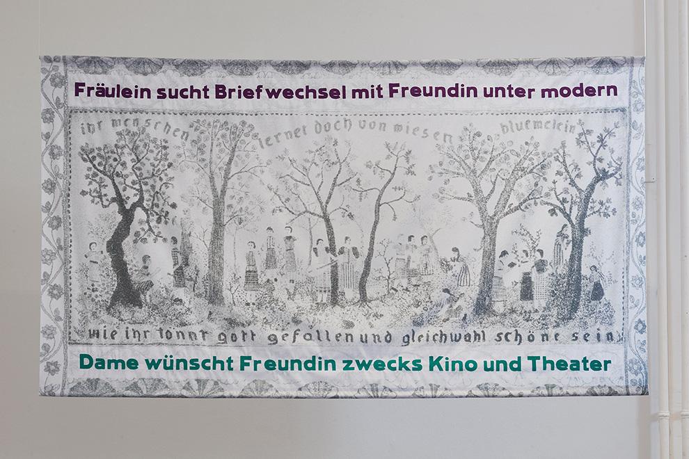 Lena-Rosa-Haendle,-Maedchen-unter-Baeumen,-2016_Foto-Lisa-Rastl_(c)Akademie-der-bildenden-Kuenste-Wien_990